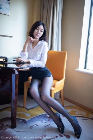 Vol.795 黑丝美腿白衬衫职场OL超短裙女秘书嫩模秀人网-伊思思完整私房照合集