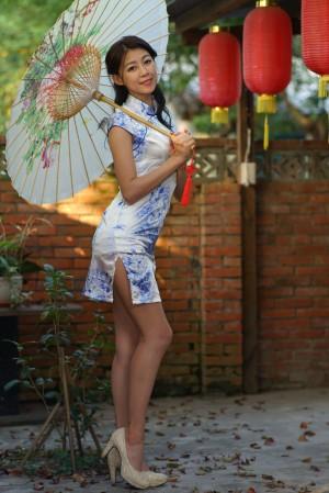 VOL.1569 [台湾正妹]古典旗袍优雅美女:简嘉莹(小紫)超高清个人性感漂亮大图(52P)
