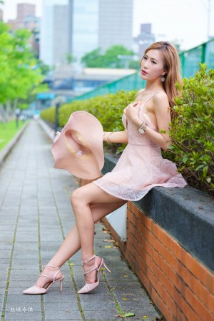 VOL.361 [台湾正妹]美胸御姐高贵连衣裙:黄艾比(腿模Abbie)超高清个人性感漂亮大图(64P)